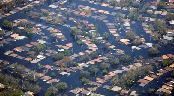 should-we-be-using-social-media-networks-to-make-emergency-911-calls-especially-during-major-disasters-feature1.jpg