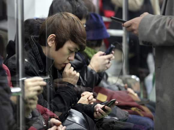 south-korea-digital-subway-phone.jpg