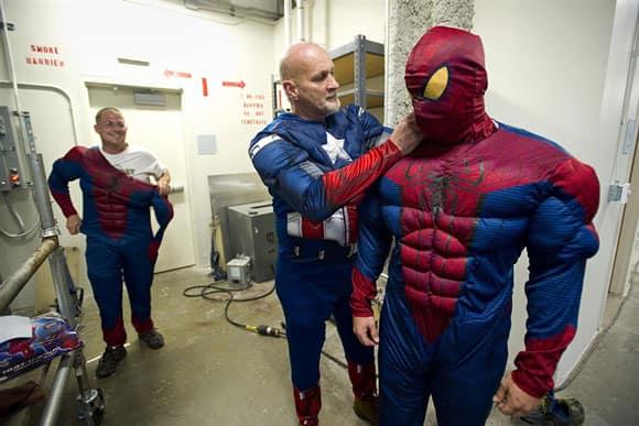 superhero-window-washer-memphis-spideys-cap.jpg