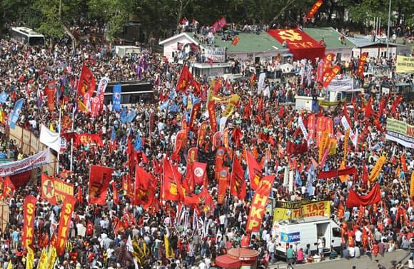 turkey-protests-sunday-ap.jpg