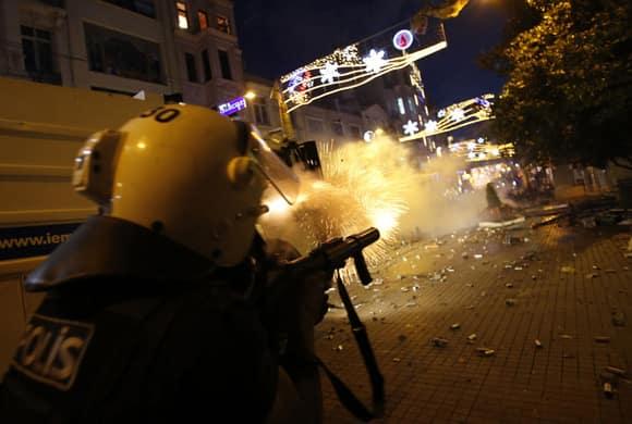 turkey-protests-taksim-firing-reuters.jpg