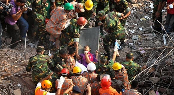 woman-found-alive-after-17-days-in-rubble-of-collapsed-building-in-bangladesh-feature3.jpg