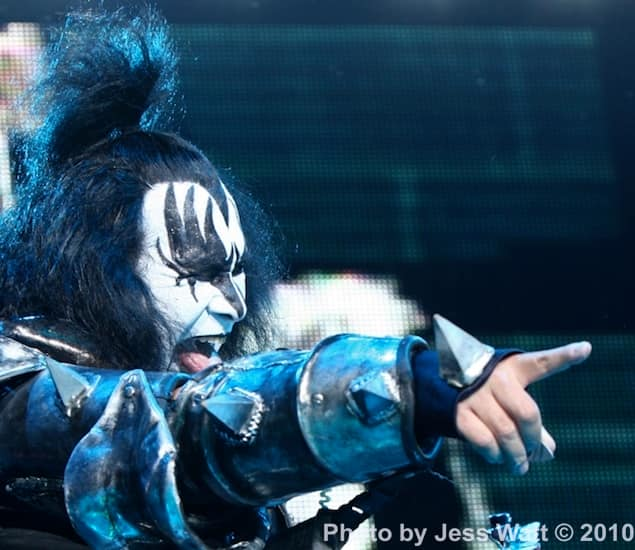 KISS Gene Finger-Photo by JessWatt0000.jpg