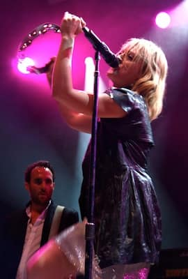 Metric Duo Pink-Photo by Jess Watt.jpg