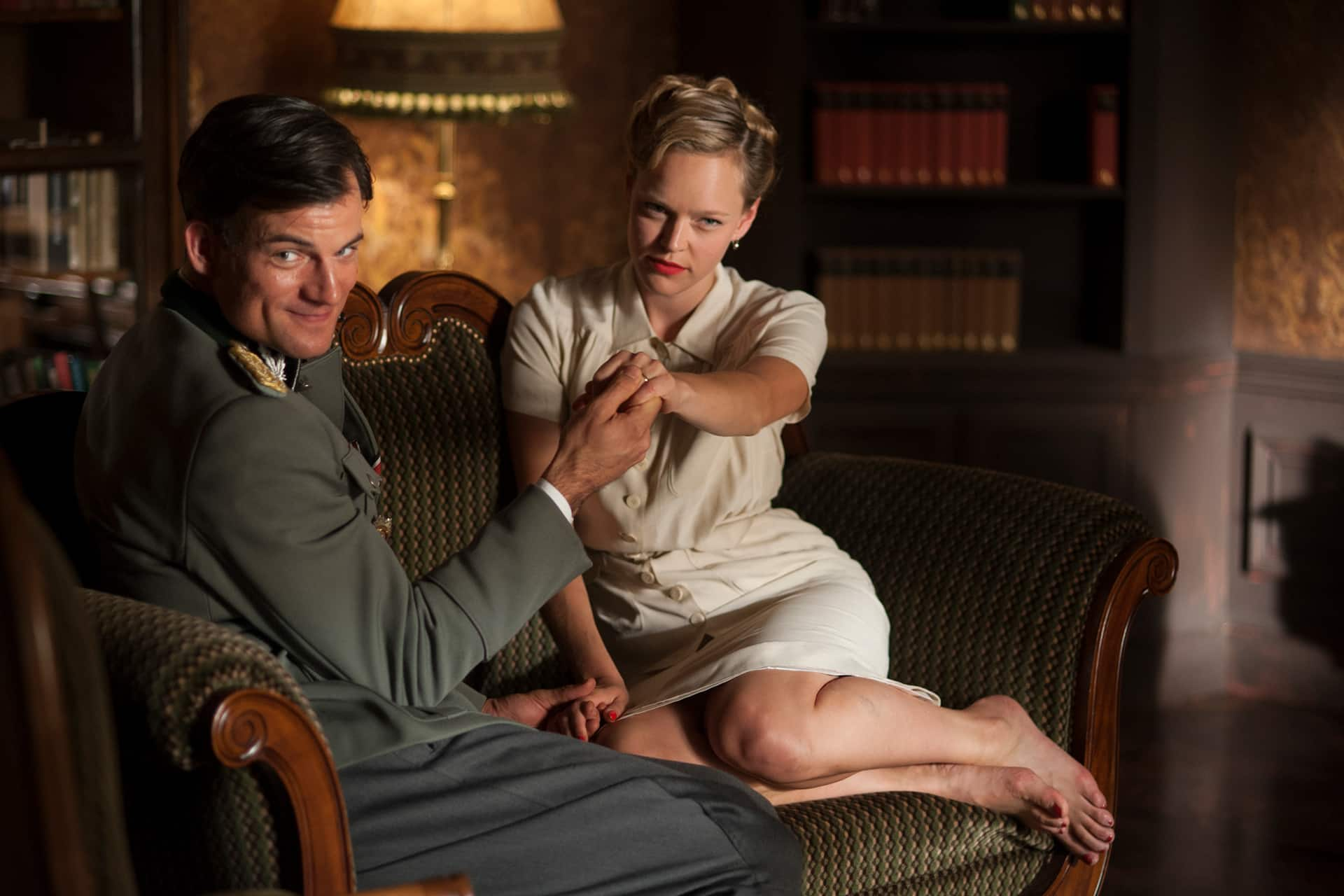 Behind the scenes on the set of X Company Season 3 with Torben Liebrecht (Faber) and Livia Matthes (Sabine).