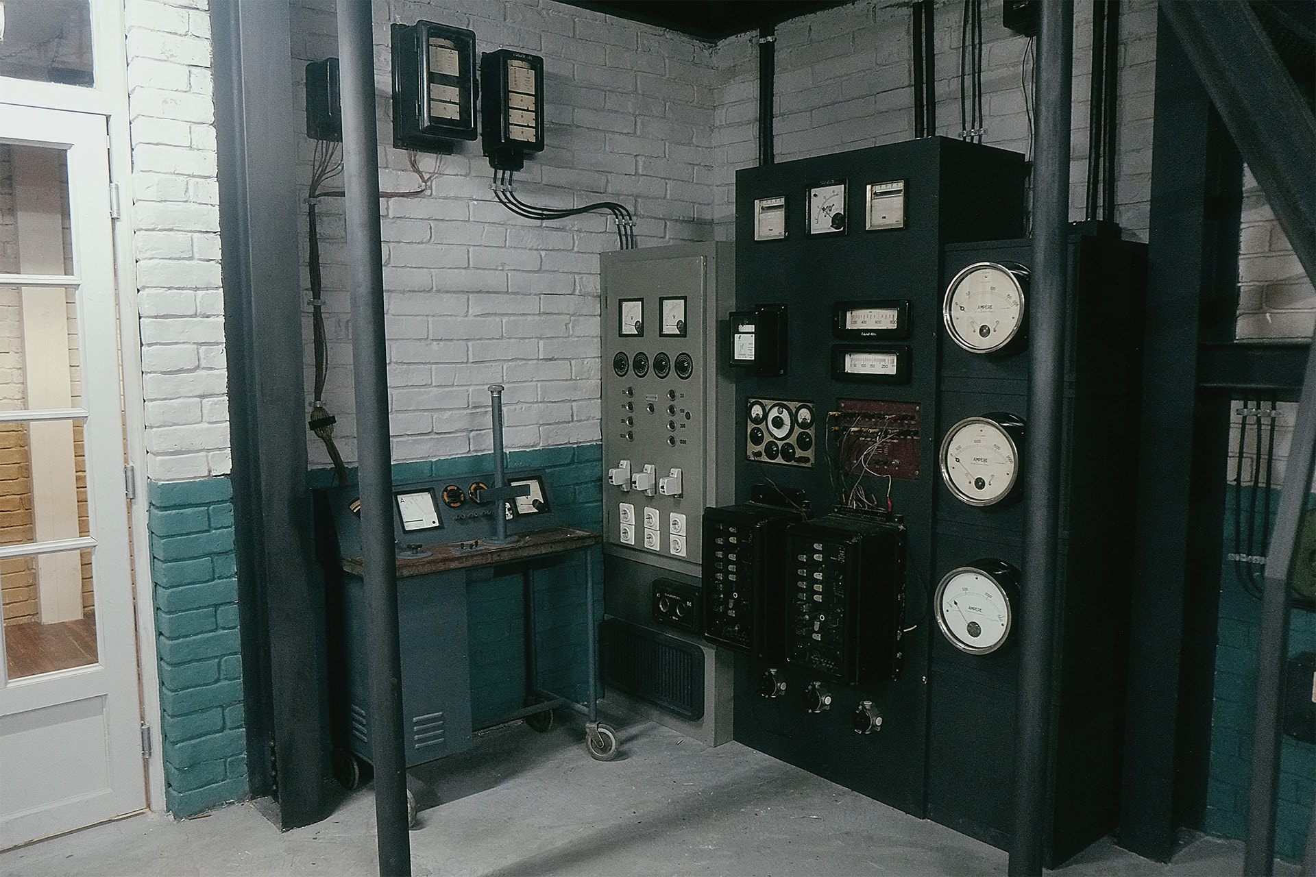 This is the main transmitter for HYDRA. The 10-kilowatt, high frequency, water-cooled transmitter was shipped to the camp from a Philadelphia radio station.
